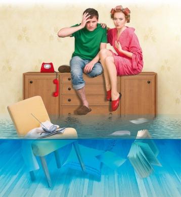 Навис натяжной потолок вода или что  квартира застрахована